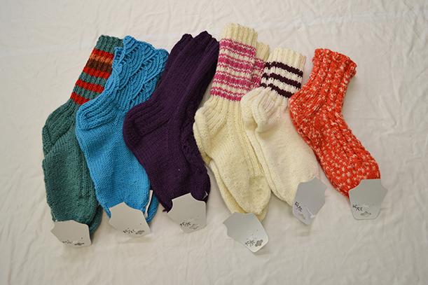 Valikoima villasukkia