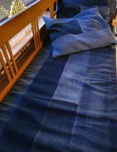 Asiakaskuva: sohvalle peite kierrätysfarkusta